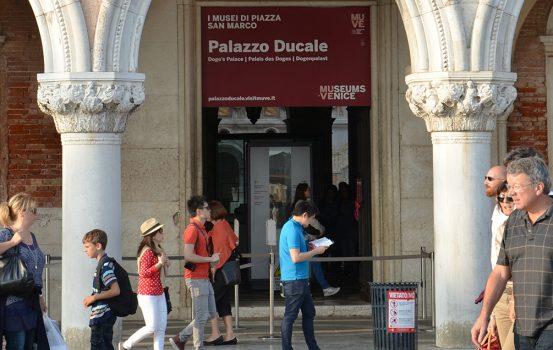 Entrada para Palacio Ducal