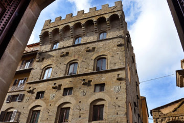 Gianfigliazzi Tower in Via de Tornabuoni 1 in Florence